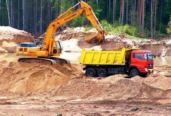 массово разворовывают песок, торф и лес
